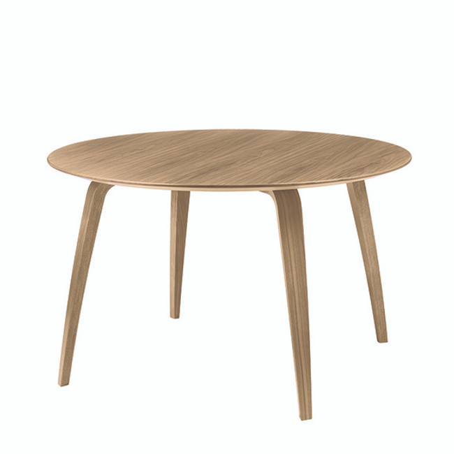 Gubi Dining Table Round in Oak