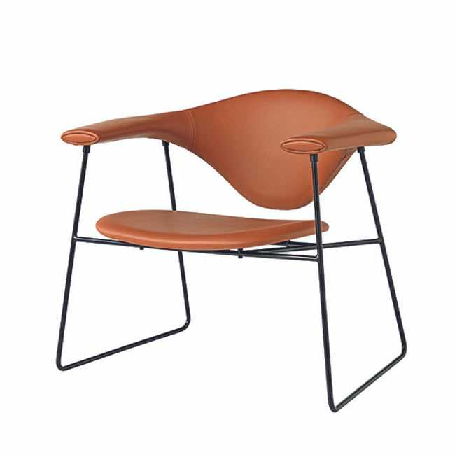 Gubi Masculo Lounge Chair in Cognac leather seat / black base