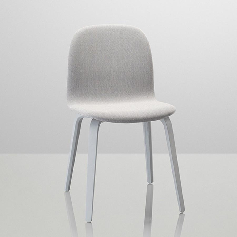 Muuto Visu Wood Base Chair Upholstered in Grey/Steelcut Trio 133