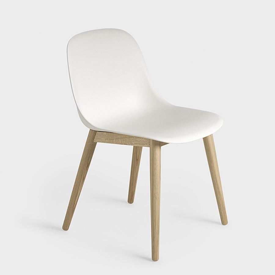 Muuto Fiber Side Chair Woodbase in white/oak