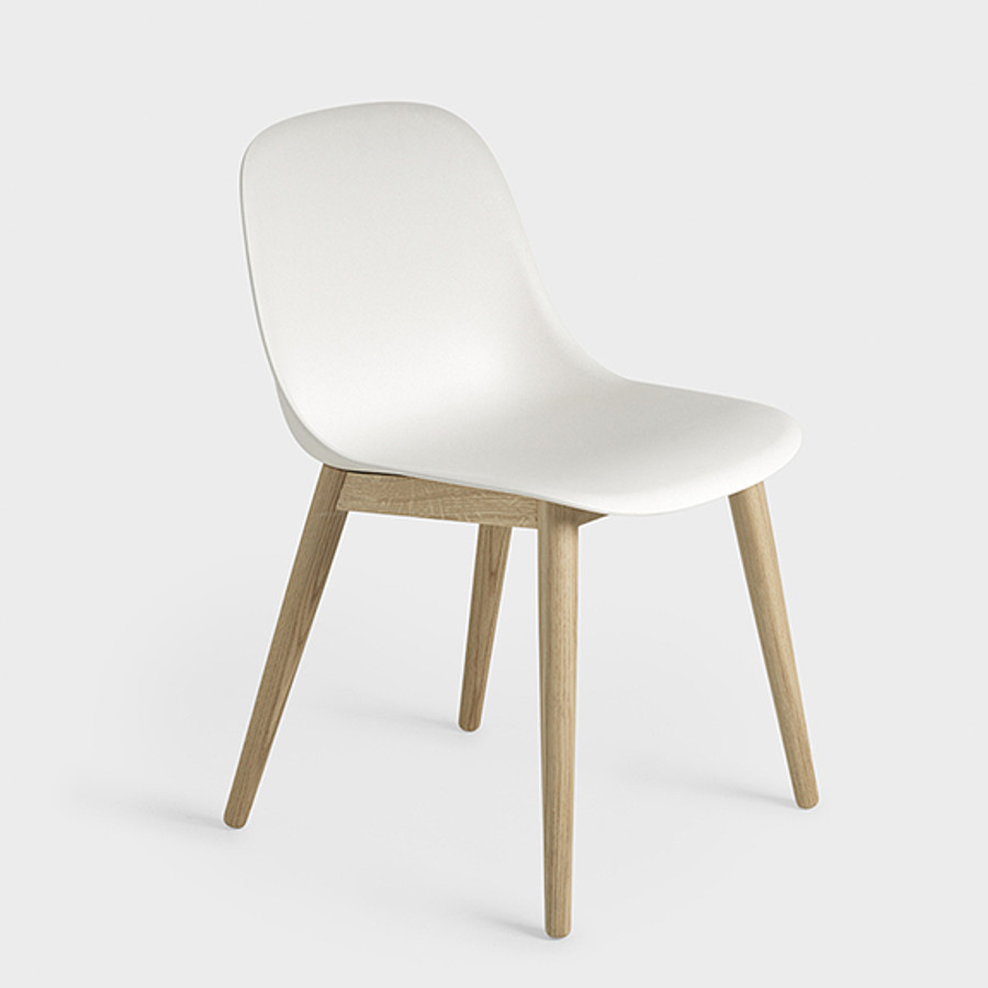 Muuto Fiber Side Chair Woodbase in white/oak