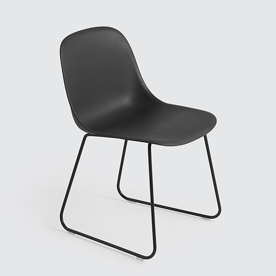 Muuto Fiber Side Chair Sled Base in black