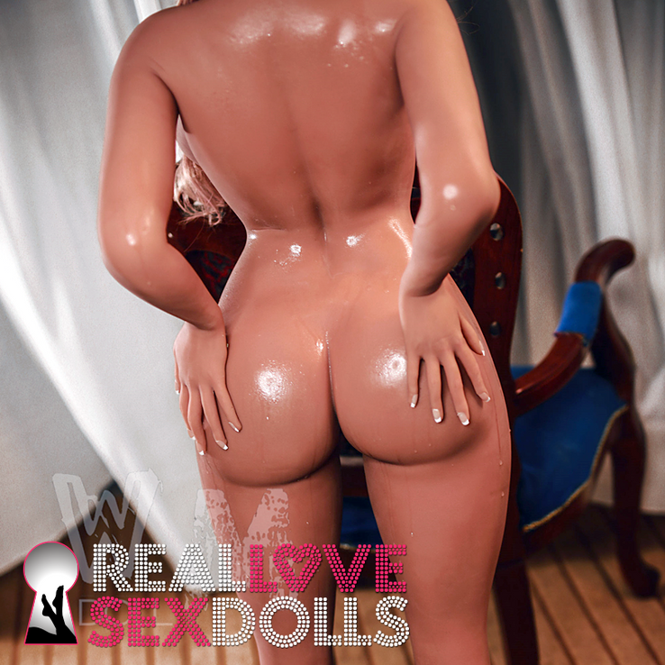 Curvy 5ft1 sex doll with big tits and ass