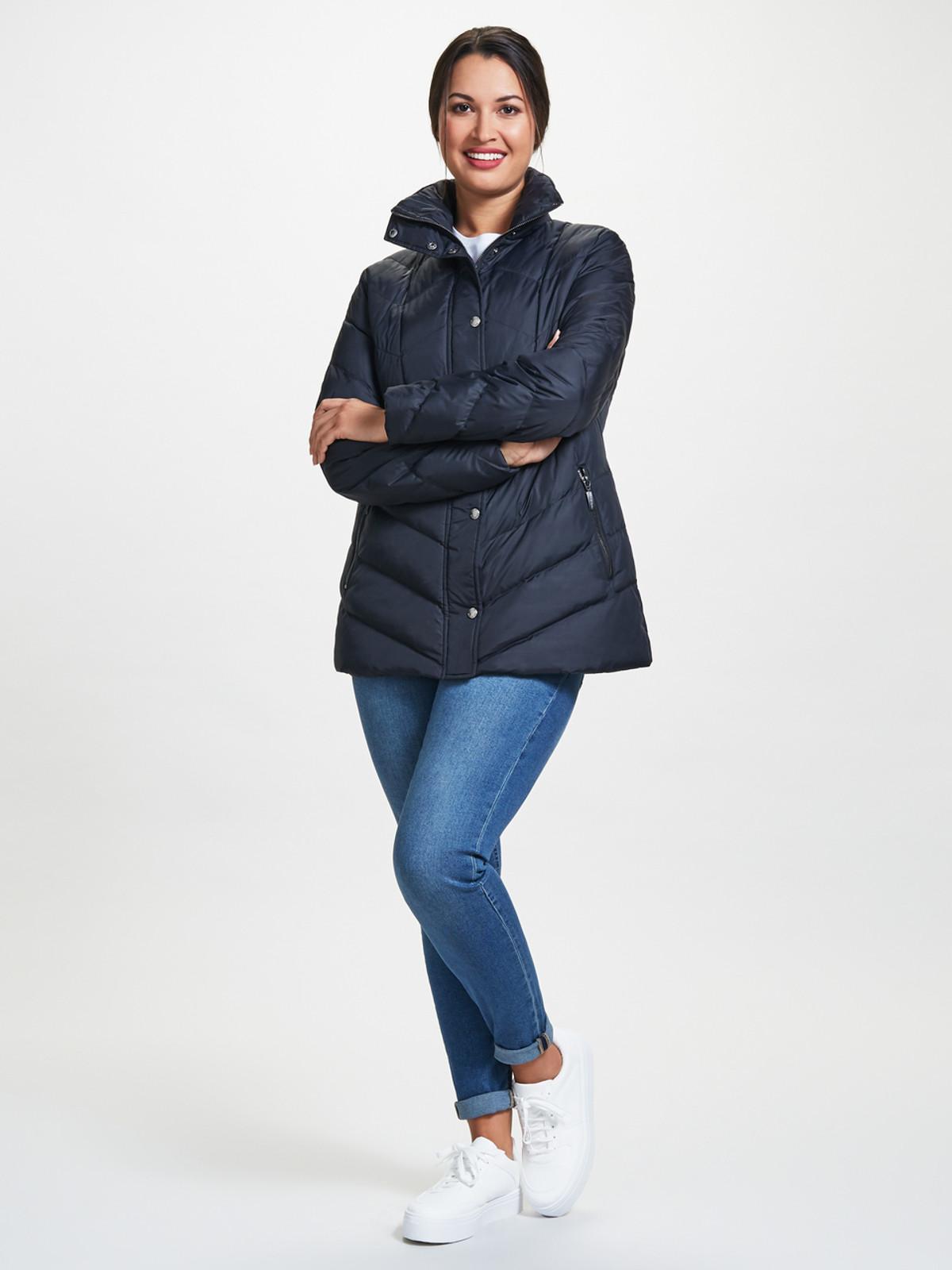 V-Shaped Quilted Jacket, Black