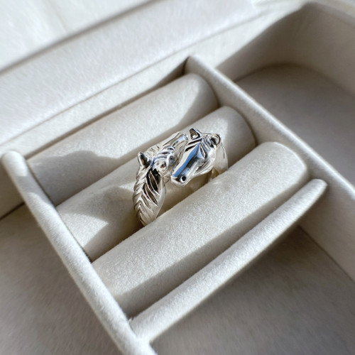 Double Horsehead Ring in silver and crystal