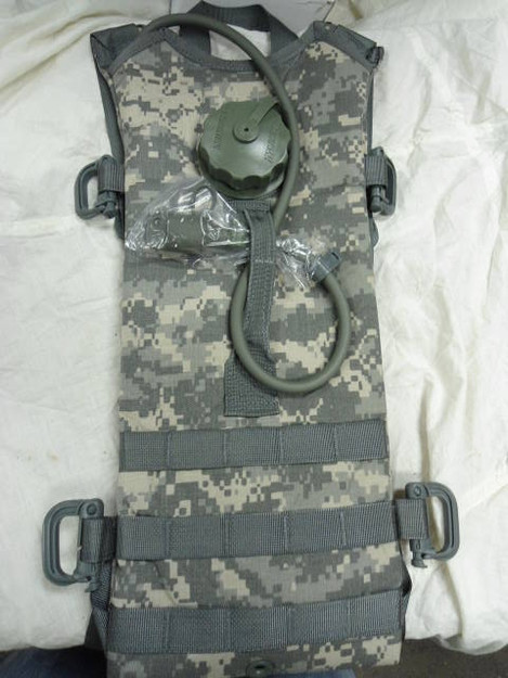 U.S. Army MOLLE II Hydration System Carrier