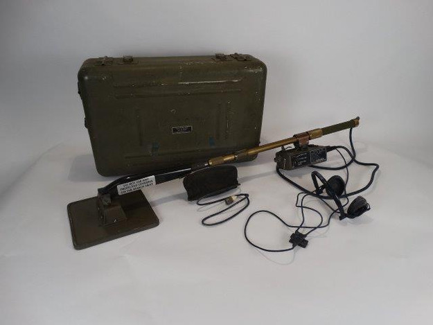 U.S. Military Vietnam War Era AN/PRS-7 Mine Detecting Set