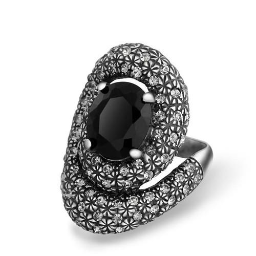 Black Crystal Twisted Retro Ring