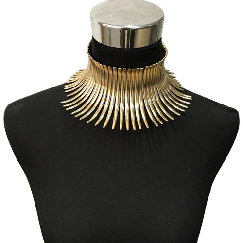 Bended Metal Choker Necklace