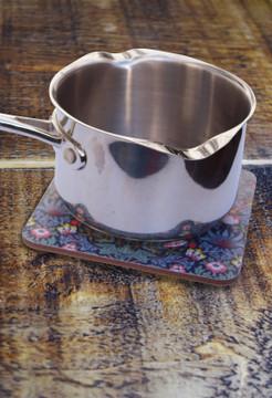William Morris Strawberry Thief pot stand