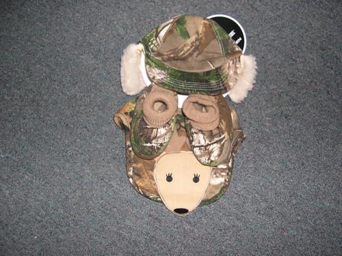 Infant camo hat,bib,bootie set