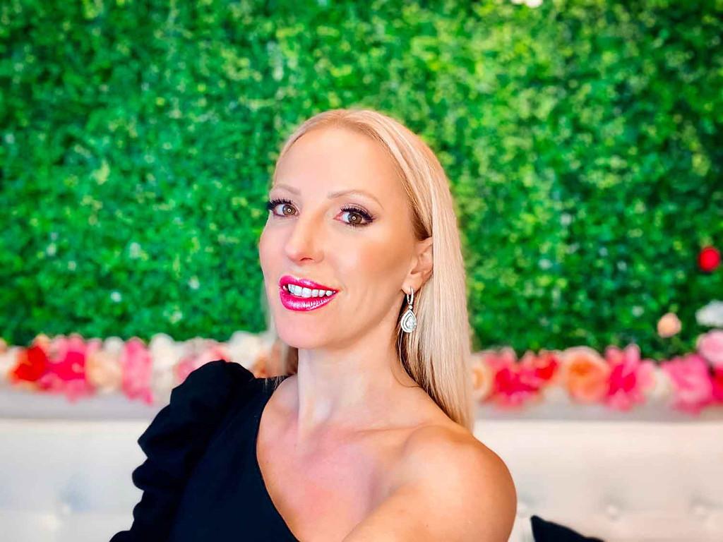 Plastic free glitter lipstick topper Dawes Custom Cosmetics
