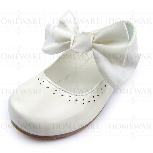 Girls Spanish Style Cream Patent Mary Jane Shoes With Pretty Removable Bow