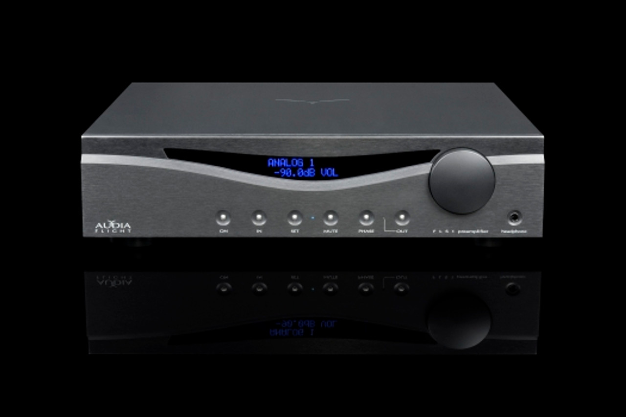Audia Flight FLS 1  Stereo, fully balanced pre-amplifier with headphone amplifier