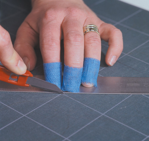 Protective Finger Guard Tape Prevent Cuts and Abrasions Blue 2.5cmx27m action shot