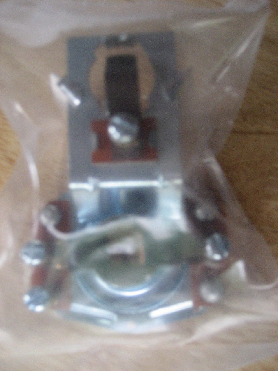 VINTAGE BMW /2 COFFECAN TAIL LIGHT BULB HOLDER NEW IN PACKAGE R26-R69S - 63 24 8 054 130