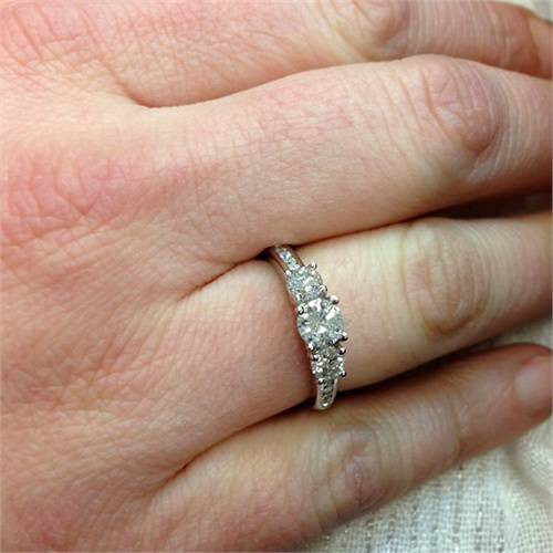 1ct 3-Stone Diamond Engagement Round Brilliant Cut Ring 14K White Gold (H-I, SI)