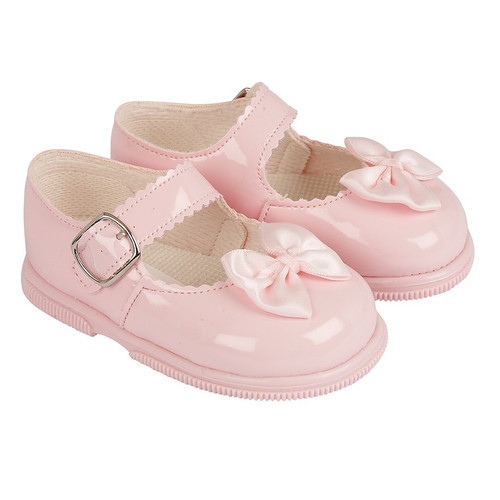 Hardsoled Pink Patent shoes with bow