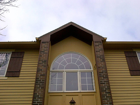 Front pillar's of a home decorated in our Traditional Brick wall panels in the bordeaux color.