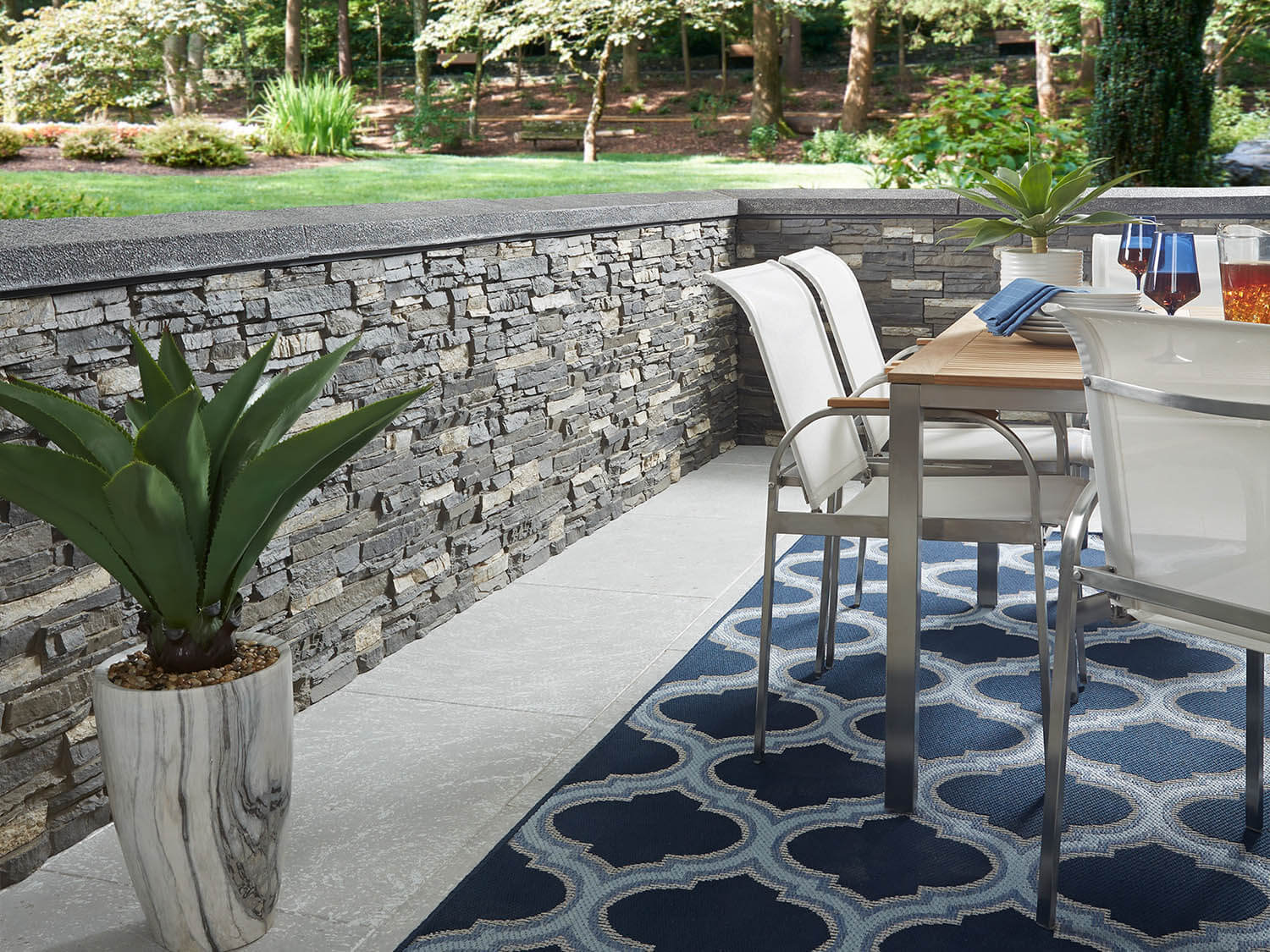 Colorado Dry Stack Panels in Iced Gray used on an outdoor patio project.