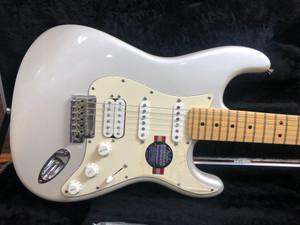 Fender AMERICAN STANDARD STRATOCASTER® HSS  Blizzard Pearl