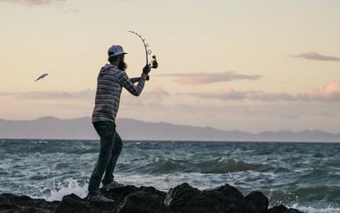7 esenciales de cuidado y mantenimiento para caña y carrete de pesca