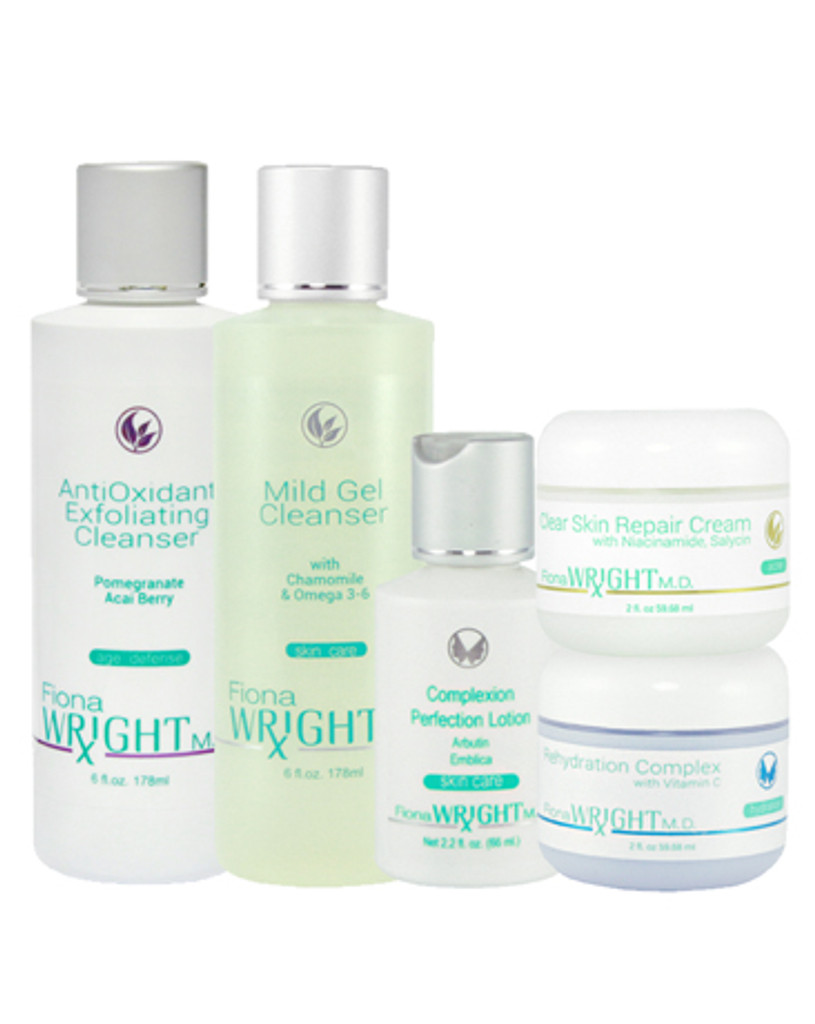 This hyperpigmentation treatment system is a safe and a natural choice without the use of Hydroquinone. Through an effective penetration system you will see the lightening results and renewed skin.