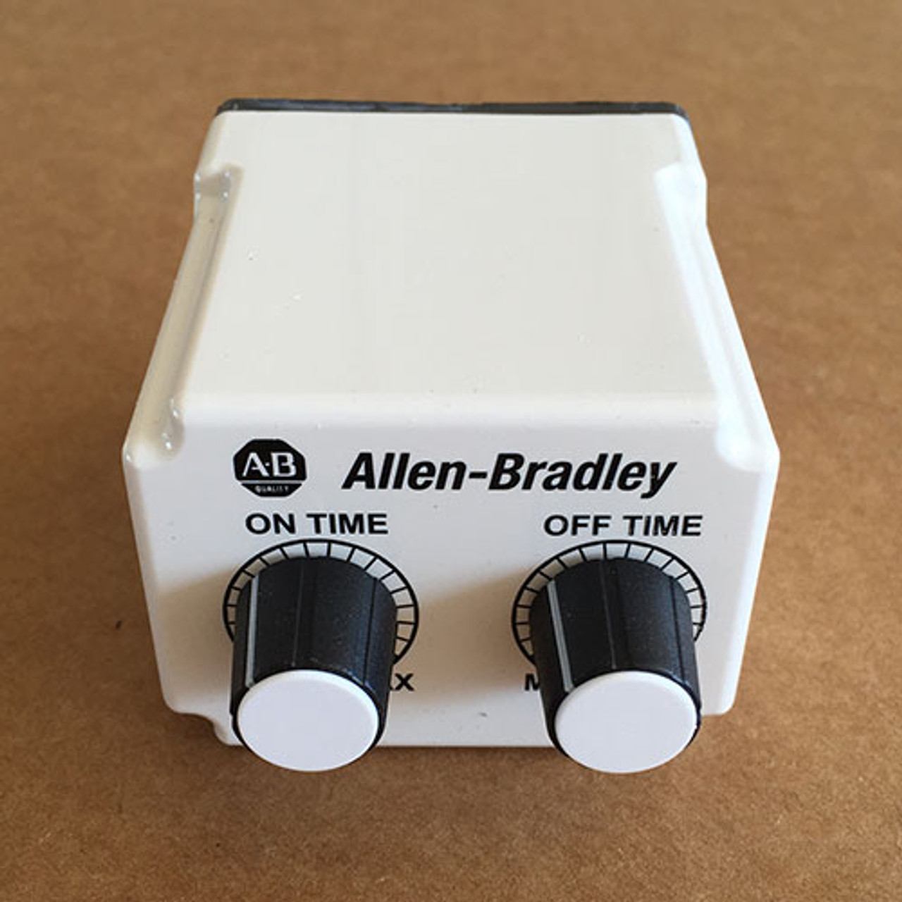 Allen-Bradley 700-HV32DDU24 Repeat Cycle Tube Base Timing Relay - New