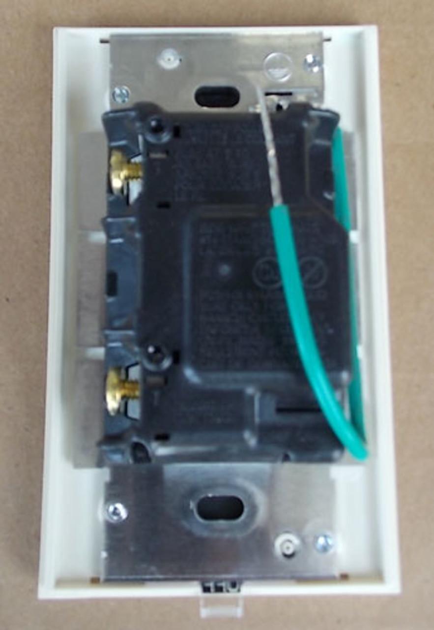 Lutron Vierti VT-600-W-LA single-pole dimmer New in Box light almond