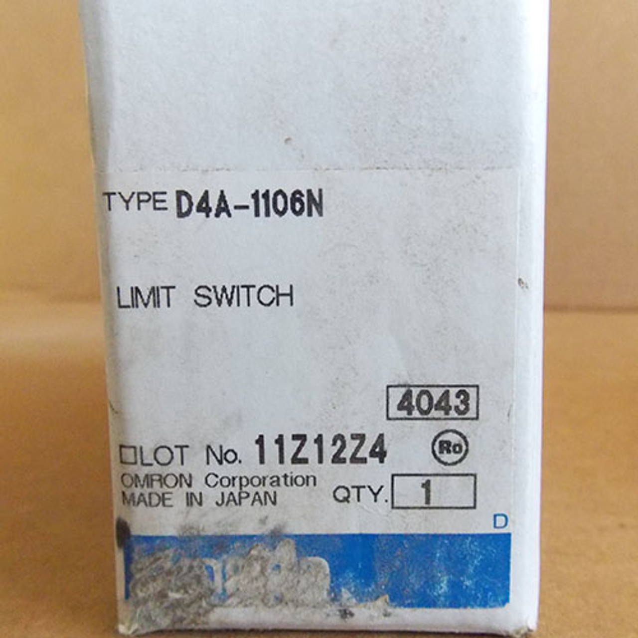 Omron D4A-1106N General Purpose Limit Switch, Side Plunger, Standard Type, 1/2-14 NPT Conduit Size, 1P, Double Throw, Double Break - New
