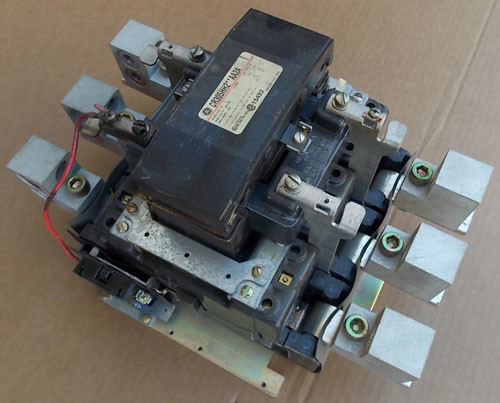 General Electric CR305HH2**AA2A SZ 6 Magnetic Contactor 540A 3PH 460-480V Coil - Used