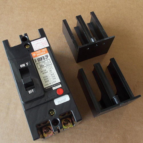 Hitachi F-100FB 2P 2 Pole 30 Amp 600V Fuse Free Circuit Breaker - Used