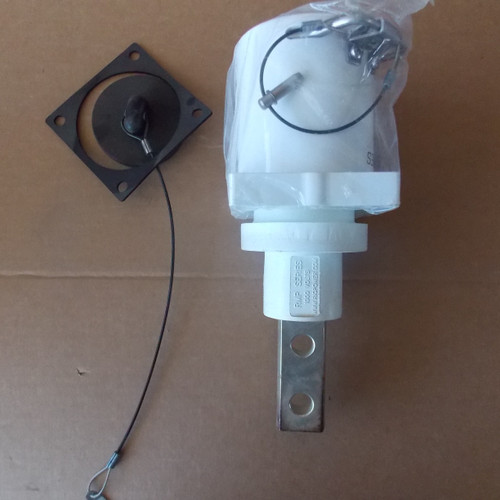 Amphenol R49-PMR-2F-W Panel Mount Receptacle, 1000V, 2 Hole Buse Bar, Female, White - New