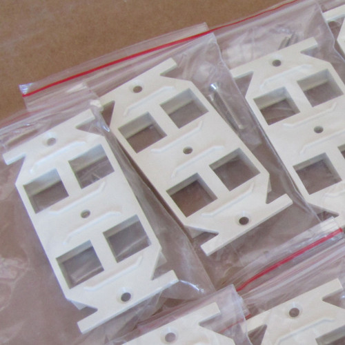 10PC Thomas & Betts Omni-PLus OPOD4OW Duplex Adapter 4 Ports - New