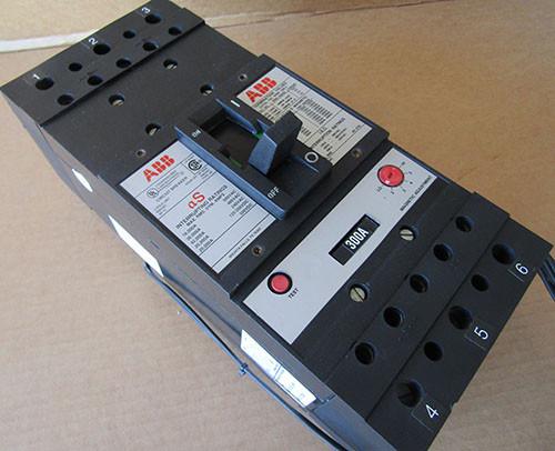 ABB SP-9954 3 Pole 300 Amp 600VAC Type JS Circuit Breaker - Used
