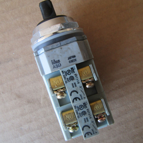 IDEC ASD340N Pilot Duty Selector Switch 2NO 2NC - Used