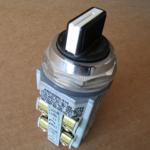 IDEC ASD322N-310 Pilot Duty Selector Switch 2NO 2NC Spring Return- Used