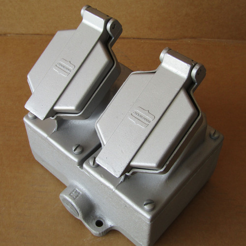 Crouse-Hinds ENR5201 M3 20A 125AC Nema 3 2 Gang Explosion Proof Receptacle Assembly - Used