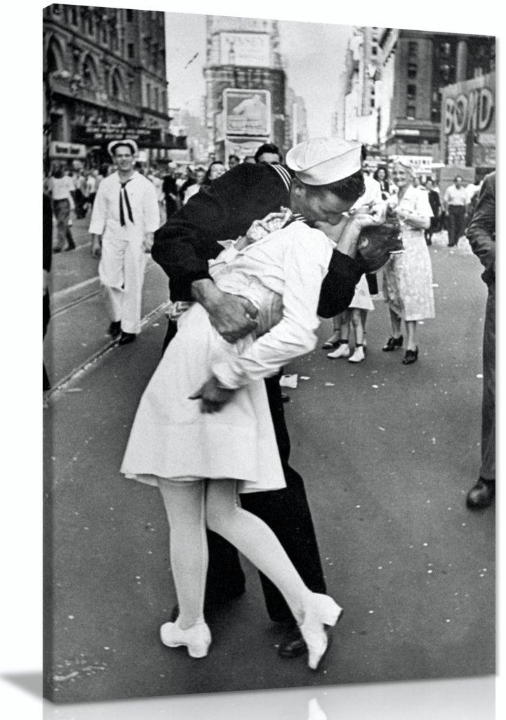 Black & White VJ Day New York Canvas
