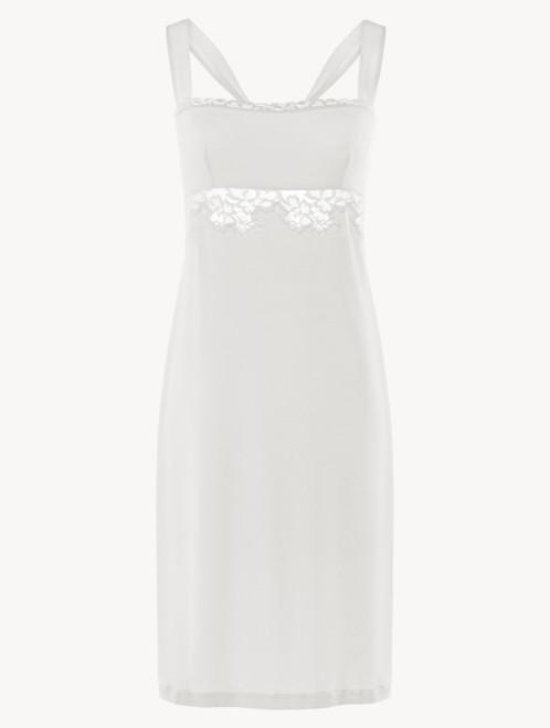 Kurzes Nachthemd in Weiß aus Modal mit Stretch, Leavers-Spitze und Seidenchiffon
