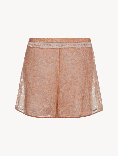 Shorts in Rosa aus Seidensatin und Leavers-Spitze