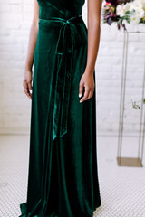 Model: Samantha, Size S, Color: Emerald