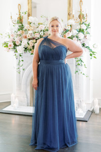 Model: Beth, Size: 20, Color: Romantic Blue