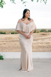 Model: Claudia, Size: 16, Color: Gold Champagne