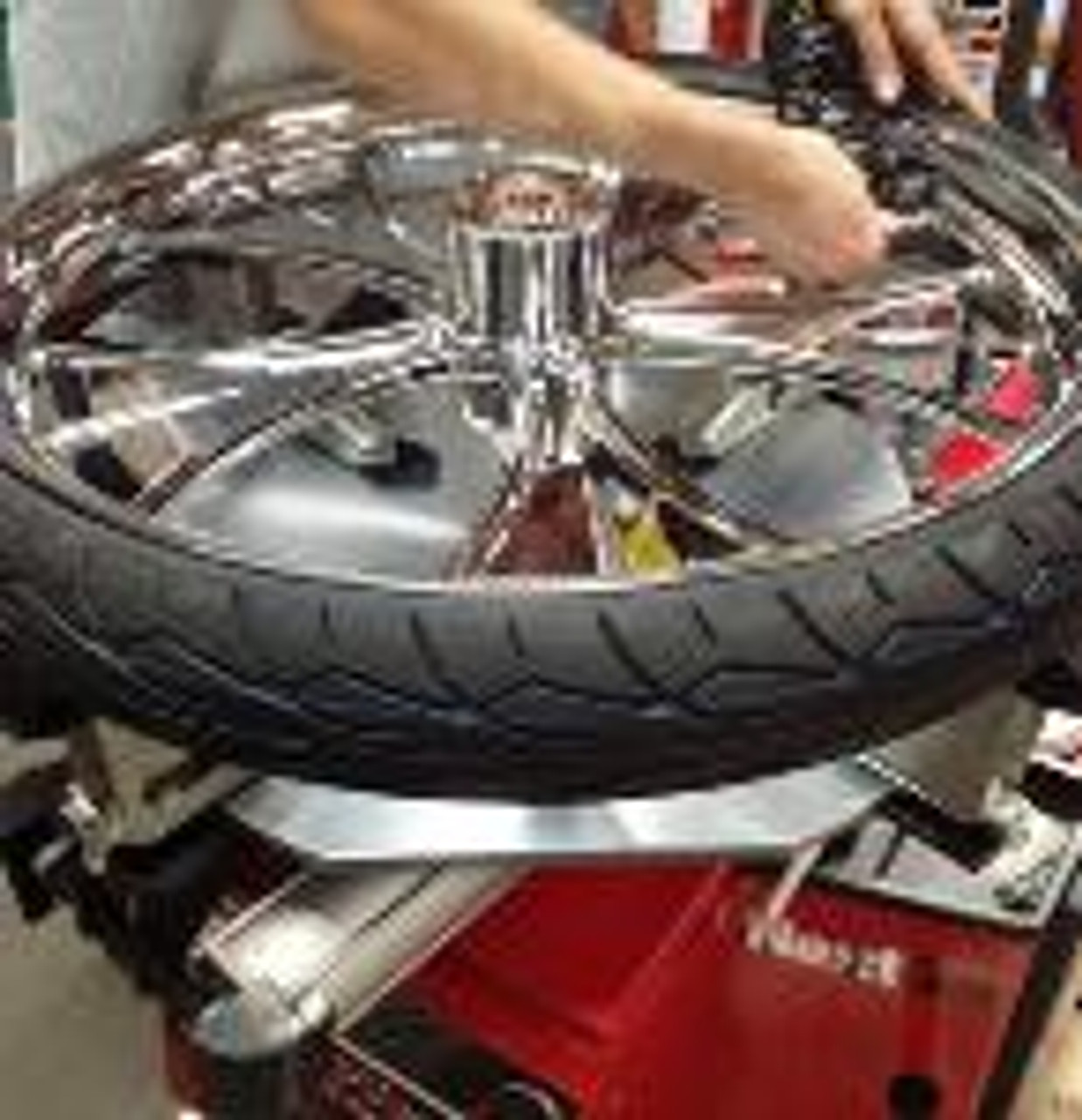 Elevated_ATV_Reduction_Clamps_Tire_Changer