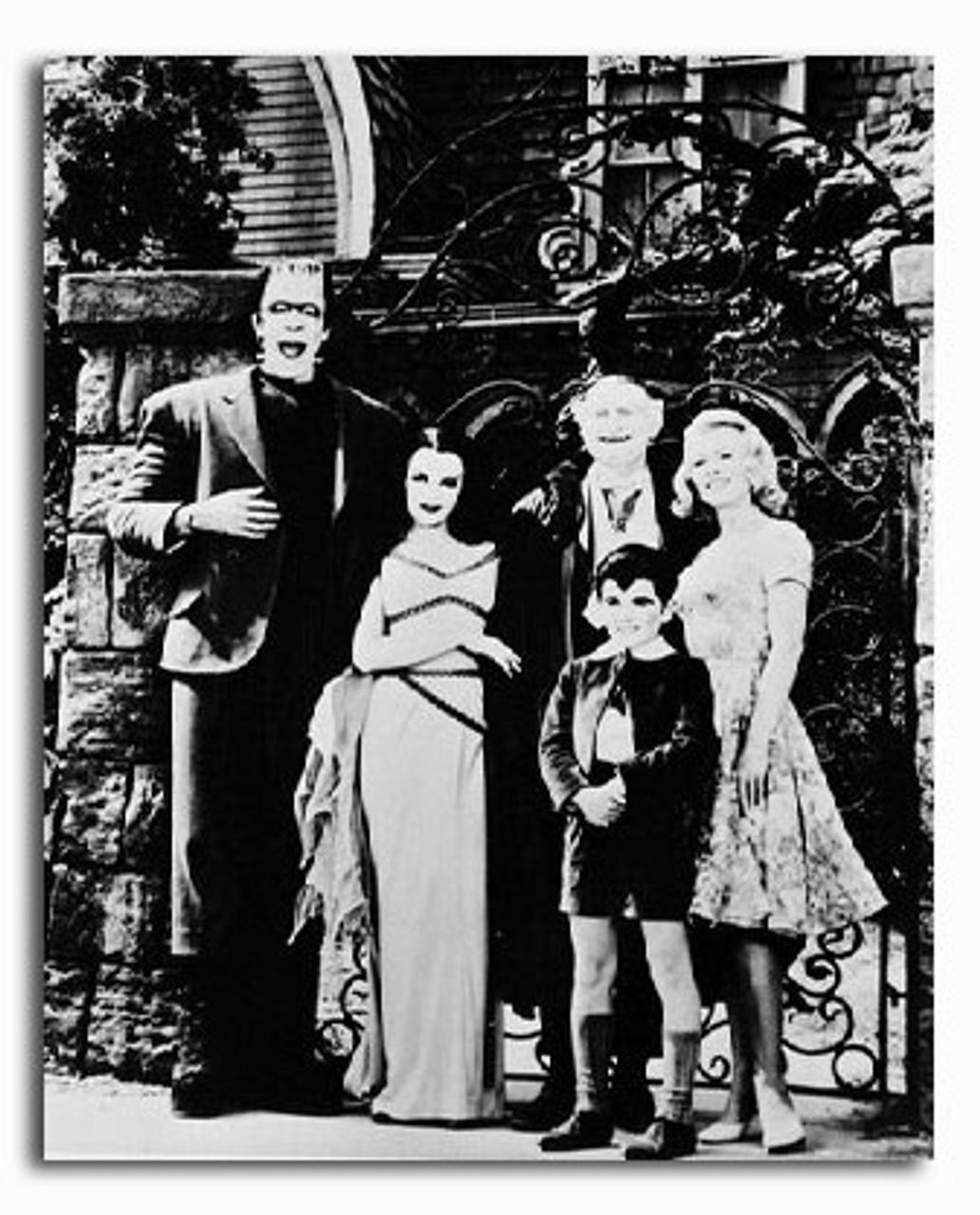 BRAND NEW THE MUNSTERS HERMAN LILY GRANDPA EDDIE MARILYN MUNSTER BLACK T SHIRT