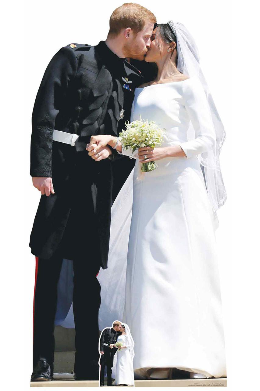 Prinz Harry und Meghan Markle Royal Wedding Erster Kuss Pappaufsteller