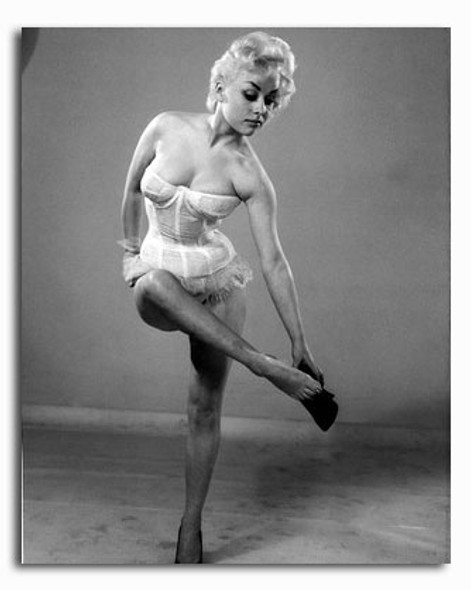 (SS2274415) Barbara Windsor Movie Photo