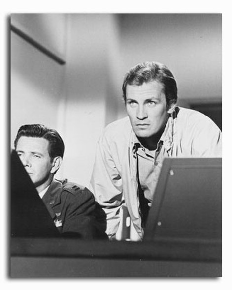 (SS2294435) Roy Thinnes  The Invaders Movie Photo