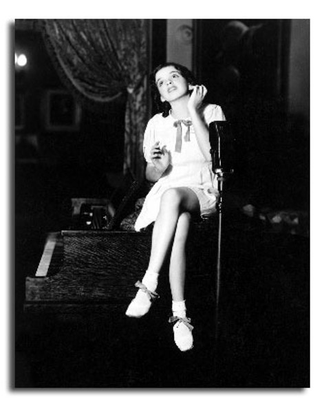 (SS2440477) Judy Garland Movie Photo